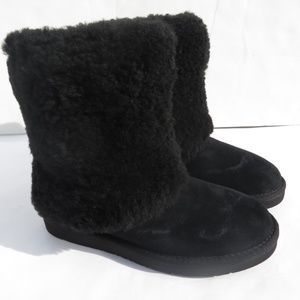 UGG Womens Boots 7 Patten Black Suede with Defect
